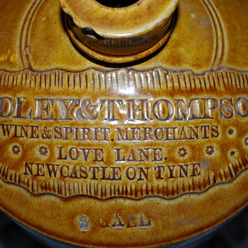LOVE LANE RIDLEY & THOMPSON NEWCASSTLE SLAB SEAL FLAGON - Bottles