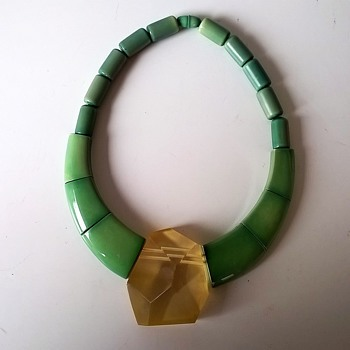 Isadora Paris 1980 Galalith Collier Thrift Shop Find $5.50 - Costume Jewelry