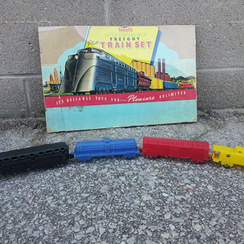 Stream-liner Plastic Train . Reliable Toys. Canada