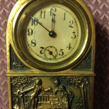 Small brass windup clock - Clocks