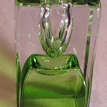 Green rectangular shaped solifleur? - Art Glass