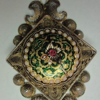 19s Locket/Pendant Enameled de Bresse Filigree Vermeil  - Victorian Era