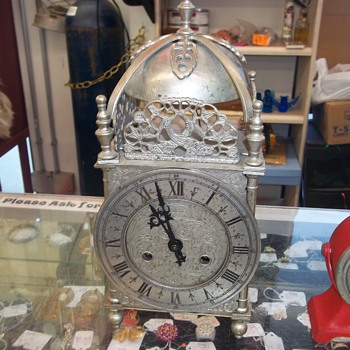 VINTAGE MANTEL CLOCK - Clocks