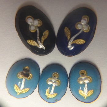 Puzzle, five tiny plaques, from where, what material?? - Fine Jewelry