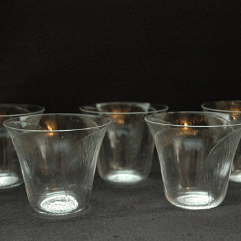"set of 5 rene lalique glass gobelet ""pavot"""