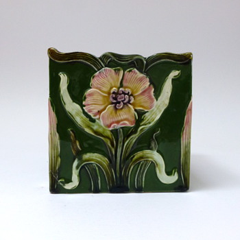 Majolica flower pot - Art Pottery