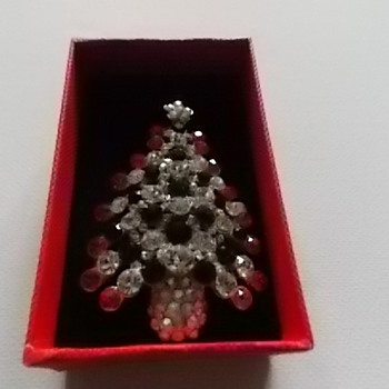 Vintage Christmas Tree Brooch - Costume Jewelry