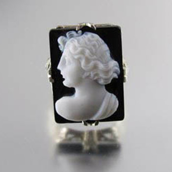 Signed WWW- White Wile & Warner 14k white gold filigree sardonyx cameo ring