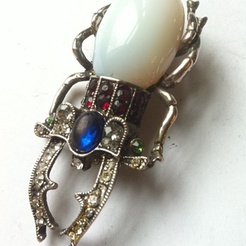 Antiqueh mystery? Will you get mystified? - Costume Jewelry