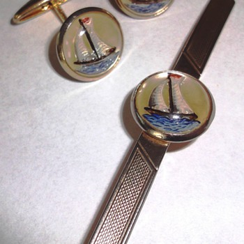 Vintage intaglio Essex glass tie-pin and cufflinks reverse Crystal set - Costume Jewelry