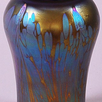 Loetz Medici Spreading Chestnut Vase. - Art Glass