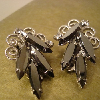 Beautiful black clip-ons - Costume Jewelry