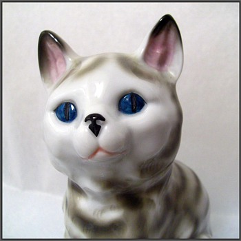 CARL SCHEIDIG ( Germany ) Porcelain KITTEN Figure - Art Pottery