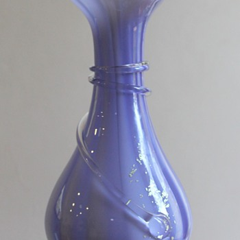 Contemporary vase marketed by Kamay