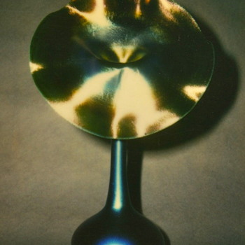QUEZAL BLUE JACK-IN-THE-PULPIT ART GLASS VASE, circa 1919 - Art Glass