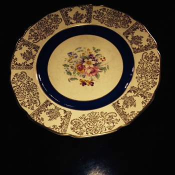 Set of 12 Johnson Bros Victorian plates