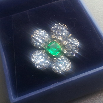 VINTAGE RHINESTONE PIN/BROOCH - Costume Jewelry
