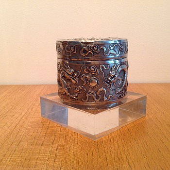 CHINESE EXPORT SNUFF BOX ? - Sterling Silver