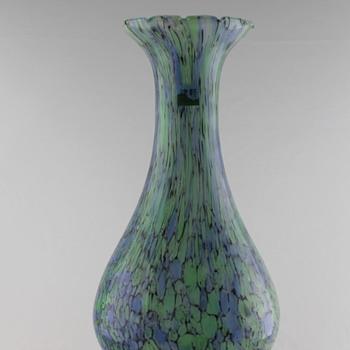 Spatter vase by Tusgaru Vidro