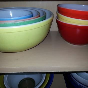 Pyrex Bowls - Kitchen