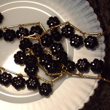 Trifari black cut glass bead bracelet &amp; flapper necklace. - Costume Jewelry