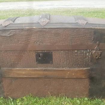 Alligator Metal Barrel Top Trunk