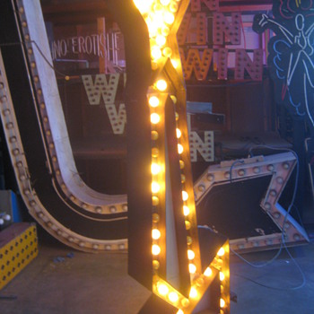 Vintage 1950's TALL YELLOW ARROW sign 2-sided with CHASE lights - Signs