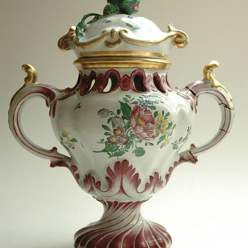 antique french POT POURRI VASE by PAUL HANNONG ca. 1762-1765 (made)