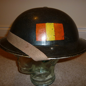 Unknown British WWII steel helmet. 