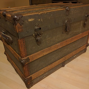 Flat top Luggage trunk
