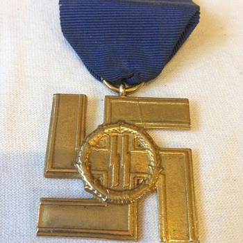 Nazi Swastika medal  - Military and Wartime