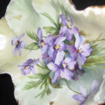 Ceramic violet design dish