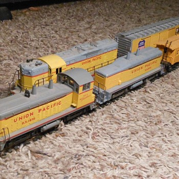 Union Pacific Locomotives Athearn HO Scale Cow and Calf - Model Trains