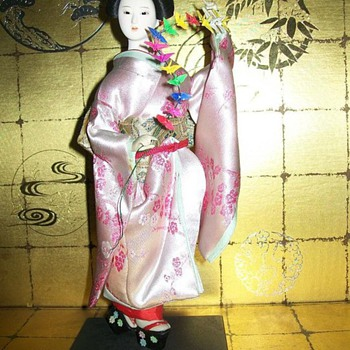 Maiko with Paper Cranes