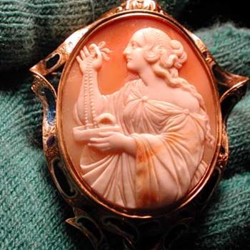 Huge cameo of women with jewells - Victorian Era