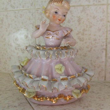 Girl in pink dress figurine - Art Pottery