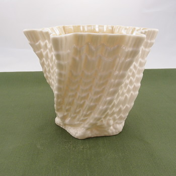 Belleek Medium Octagonal Jardiner - 4th mark