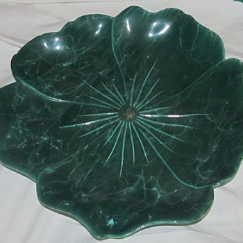 Green ceramic dish leaf or lettuce - Pottery