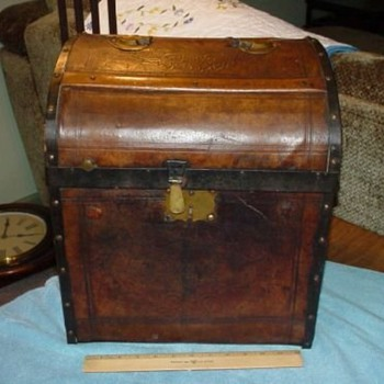 Pre-Civil War Military Parade Hat  Trunk