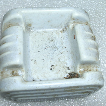Porcelain Ash tray - Tobacciana