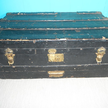 can someone please help me with info on this trunk? - Furniture