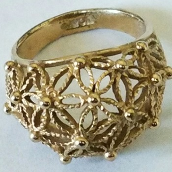 Avon Ring with faux seed pearls (Vintage?)
