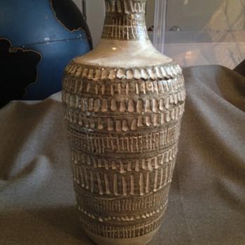 Studio pottery vase ?