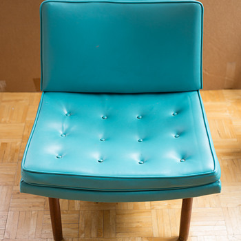 Need Help - Turquoise Vinyl Chair - Furniture