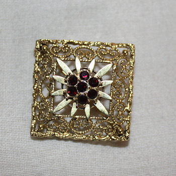 AMERIKANER A*D GOLD FILLED BROOCH, Andreas Daub - Costume Jewelry