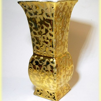 Savoy China Vase - Made in the USA ( Weeping Gold Vase ) -