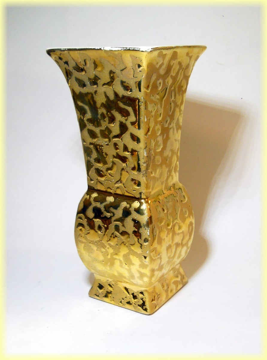 savoy china vase made in the usa weeping gold vase collectors weekly. Black Bedroom Furniture Sets. Home Design Ideas