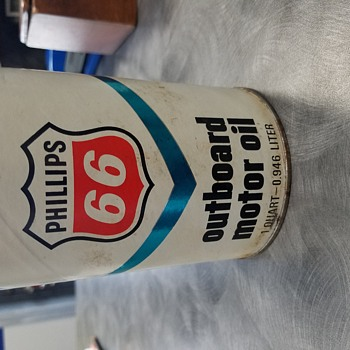 Phillips 66 outboard motor oil can