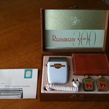 Vintage - New Ronson CFL 300 Electric Razor - Accessories
