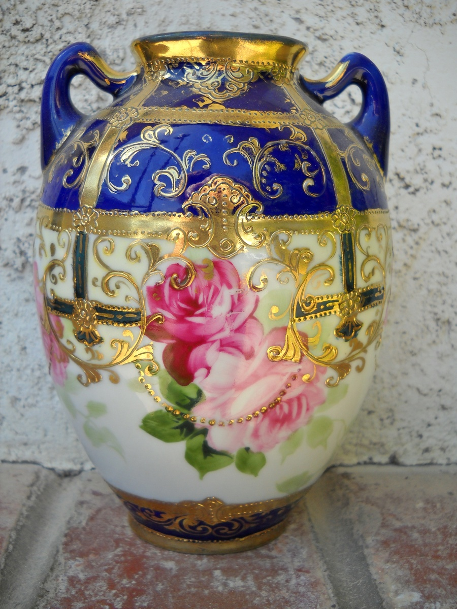 HAND PAINTED NIPPON FLOWER VASE | Collectors Weekly
